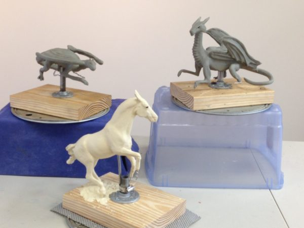 Clay sculptures of dragons and a horse
